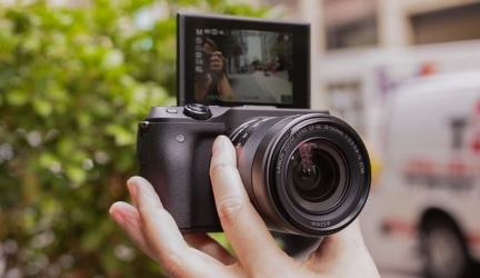 Best Vlogging Cameras – Buyers Guide and Review